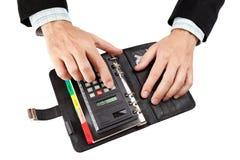Бизнесмен подсчитывая на чалькуляторе. Стоковые Изображения RF