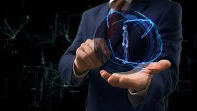 Бизнесмен показывает женщину hologram 3d концепции на его руке