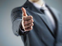 бизнесмен показывая большие пальцы руки вверх Стоковые Изображения RF