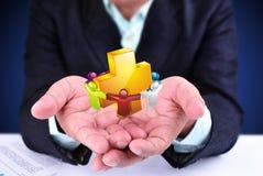 Бизнесмен показывая знак здравоохранения Стоковое Изображение