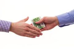 Бизнесмен подкупая другой бизнесмена с деньгами евро Стоковые Изображения RF