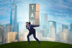Бизнесмен под непомерным налоговым бременем Стоковая Фотография
