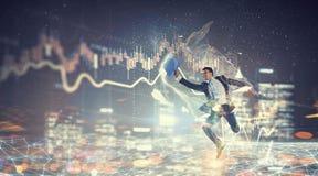 бизнесмен празднуя успех Мультимедиа Мультимедиа Стоковое Изображение