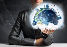 Бизнесмен представляя глобус земли Стоковая Фотография RF
