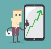 Бизнесмен представляя диаграмму роста дела таблеткой Стоковые Изображения