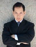 Бизнесмен представляя с сердитым выражением Стоковое фото RF
