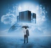 Бизнесмен предусматривая серверов Стоковая Фотография RF