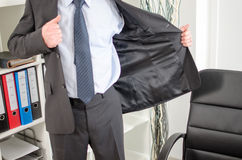 Бизнесмен приезжая на офис Стоковое Фото
