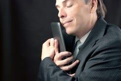 Бизнесмен прижимается таблетка стоковое изображение rf