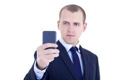 Бизнесмен принимая фото selfie при передвижная камера изолированная дальше стоковые фотографии rf