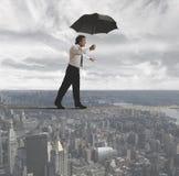 Бизнесмен пробуя держать баланс Стоковое Изображение RF