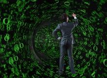 Бизнесмен против воронки сделанной из двоичных чисел Стоковое Изображение