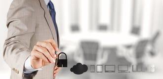 Бизнесмен работая при облако вычисляя стоковое изображение