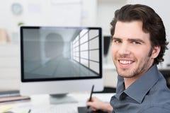 Бизнесмен работая с его компьютером Стоковое Фото