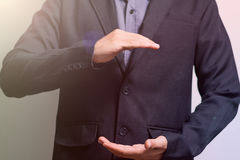 Бизнесмен раскрывает его руку как круг Стоковая Фотография RF