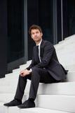 бизнесмен распологая лестницы Стоковое Изображение RF