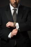 Бизнесмен регулируя Стоковое фото RF