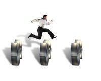 Бизнесмен скача над препятствиями символа денег Стоковые Фото