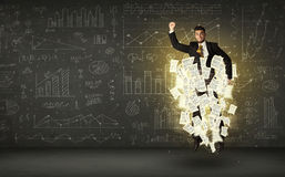Бизнесмен скача с облаком печатного документа Стоковое Изображение RF
