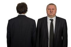 Бизнесмен 2 смотря белую предпосылку Стоковое Изображение