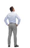 Бизнесмен смотря вверх от задней части Стоковые Изображения RF