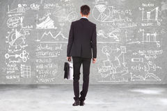 Бизнесмен смотря вычисления Стоковое Фото
