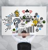 Бизнесмен смотря к бизнес-плану Стоковое Изображение