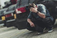 Бизнесмен смотря на банкротство Стоковые Изображения