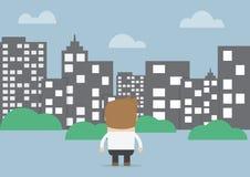 Бизнесмен смотря, что silhouette город Стоковые Фотографии RF