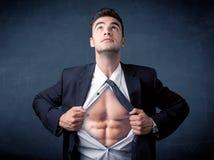 Бизнесмен срывая с рубашки и показывая mucular тело Стоковая Фотография RF
