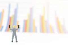 Бизнесмен стоя на диаграмме диаграммы Стоковые Фото