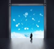 Бизнесмен стоя на сетевом сервере 3d бесплатная иллюстрация