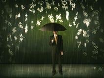 Бизнесмен стоя при зонтик и номера 3d идя дождь concep Стоковые Фото