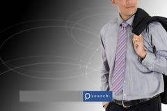 Бизнесмен стоя с красивой предпосылкой с engi поиска стоковая фотография