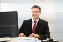 бизнесмен счастливый зреет Стоковые Изображения