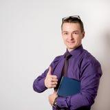 бизнесмен счастливый с результатом Стоковое фото RF