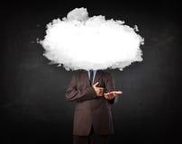Бизнесмен с белым облаком на его головной принципиальной схеме Стоковая Фотография RF