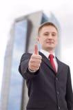 Бизнесмен с большим пальцем руки вверх стоковая фотография rf
