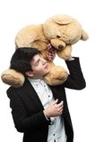 Бизнесмен с большой мягкой игрушкой на плечах Стоковые Изображения RF