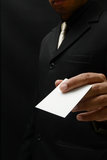 бизнесмен с визитной карточкой Стоковые Изображения RF