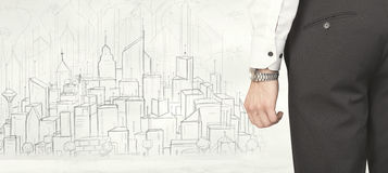 Бизнесмен с вычерченным видом на город Стоковые Фотографии RF