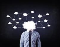Бизнесмен с головой сети облака Стоковые Фото