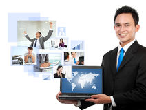 Бизнесмен с его командой сети стоковые изображения