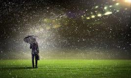 Бизнесмен с зонтиком Стоковые Фото