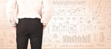 Бизнесмен с диаграммами и диаграммами Стоковые Фото
