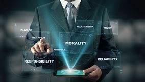 Бизнесмен с концепцией hologram деловой этики выбирает поведение от слов акции видеоматериалы