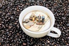 Бизнесмен с кофе Стоковые Изображения RF