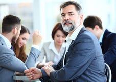 Бизнесмен с коллегаами Стоковые Фото