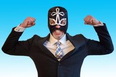 Бизнесмен с маской борца и воюя положением Стоковые Изображения RF