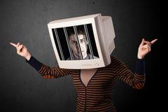 Бизнесмен с монитором на его голове traped в цифровую систему Стоковое фото RF